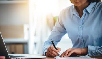 Czy zarządca sukcesyjny musi mieć uprawnienia do wykonywania czynności agencyjnych?